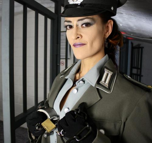 Uniform fertig kleiner edited (1)